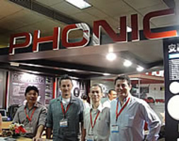 PHONIC SUMMIT SEMINAR @ PALM SHOW 2010 - BEIJING - CHINA: Lo staff Phonic e Esound by EKO M.G. presso lo Stand Phonic