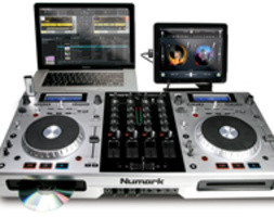 NUMARK MIXDECK QUAD: CONSOLE ALL-IN-ONE, CD, MP3, MIDI CONTROLLER, SUPPORTO iPad e iPod touch