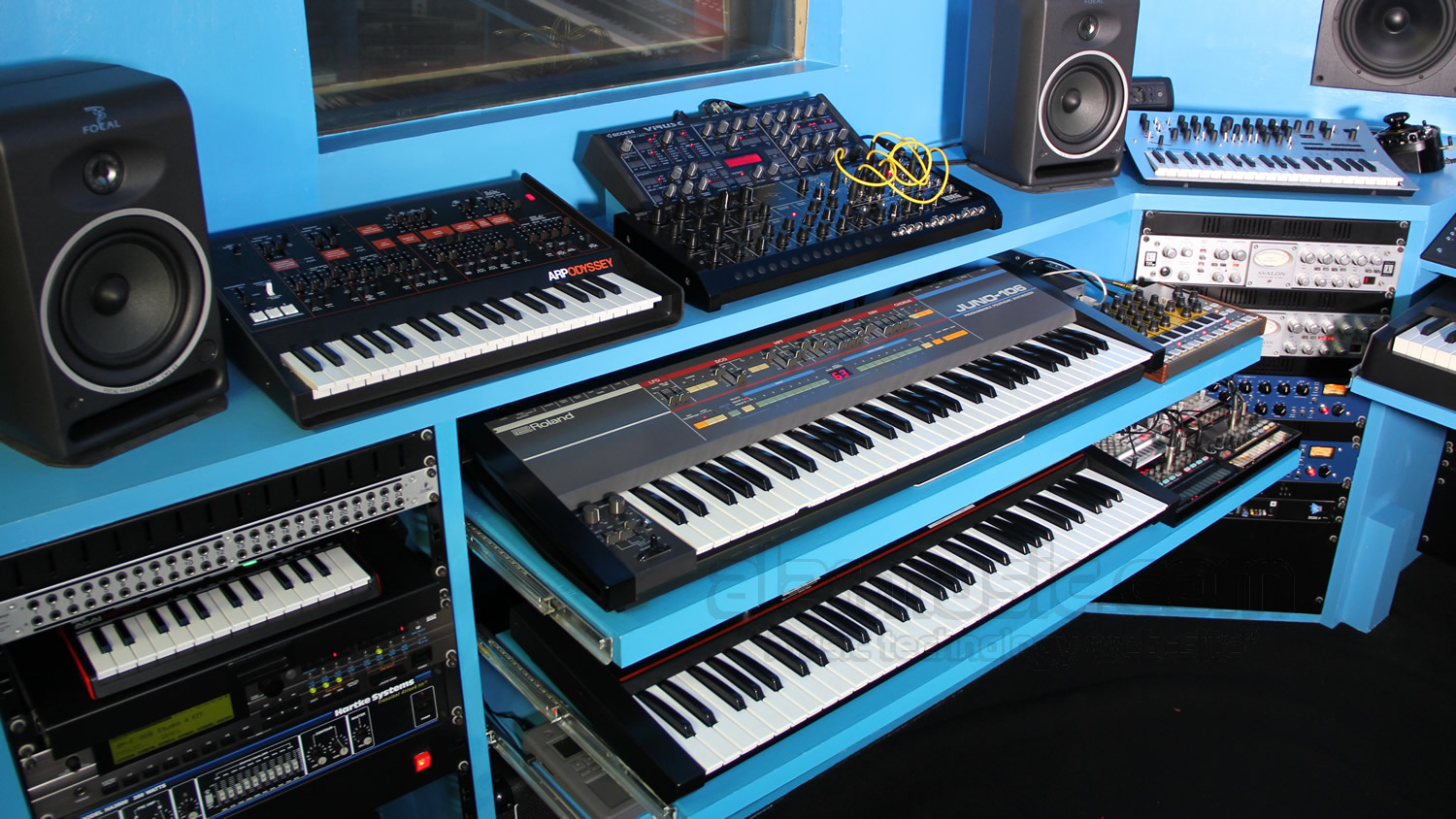 synth-corner-alarrecordingstudio-2016