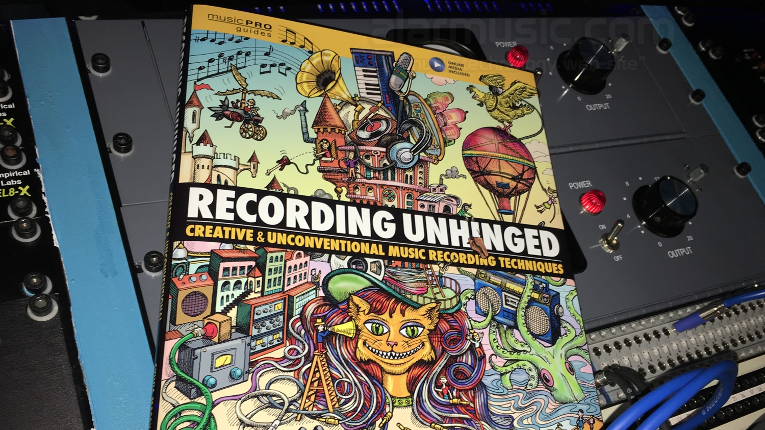Recensione del libro di SYLVIA MASSY: RECORDING UNHINGED: CREATIVE AND UNCONVENTIONAL MUSIC RECORDING TECHNIQUES