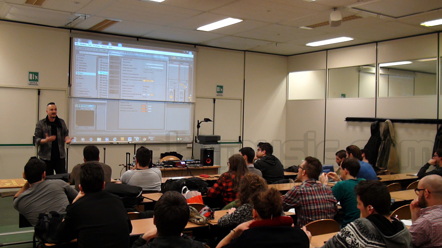 Click to enlarge image corso-computer-music-universita-ancona-federico-simonazzi-2.jpg