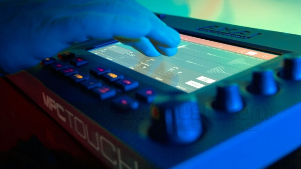 AKAI PRO MPC TOUCH: CONTROLLER CON TOUCH SCREEN PER IL SOFTWARE MPC