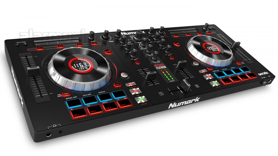 Numark Mixtrack Platinum DJ Console con funzionalità a 4 deck e interfaccia audio integrata